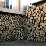 Houtopslag bij houten hottub